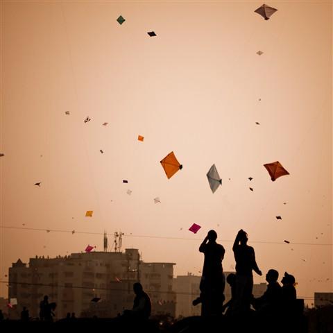 descriptive essay on kite flying